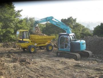 Kobelco Excavator loading Fiori Dumper