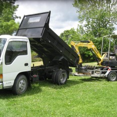 Pronto Hire Isuzu Elf and Yanmar Vio17