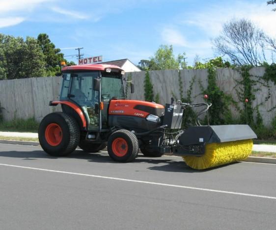 Kubota L5740 Sweeper