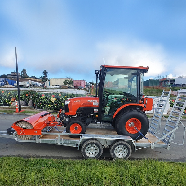 Kubota tractor broom trailer